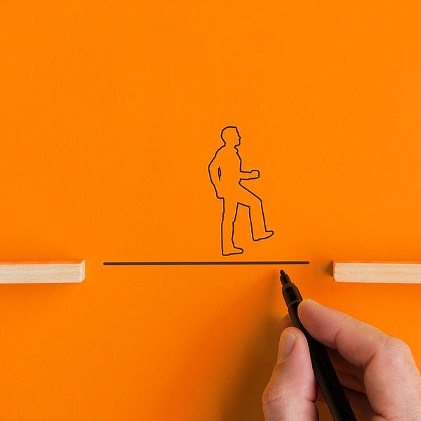 Nothilfe: Zeichnung einer Brücke unter einer Strichfigur